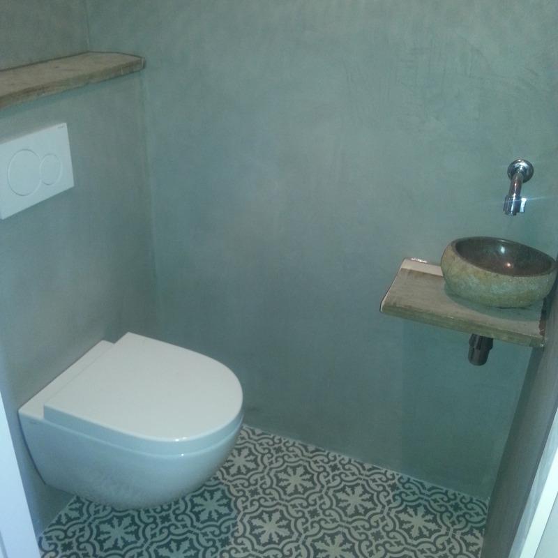 Rens de jonge projecten badkamer betoncire met portugese tegels for Wc trend